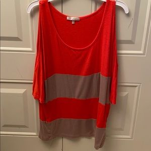 T-Shirt with open shoulders